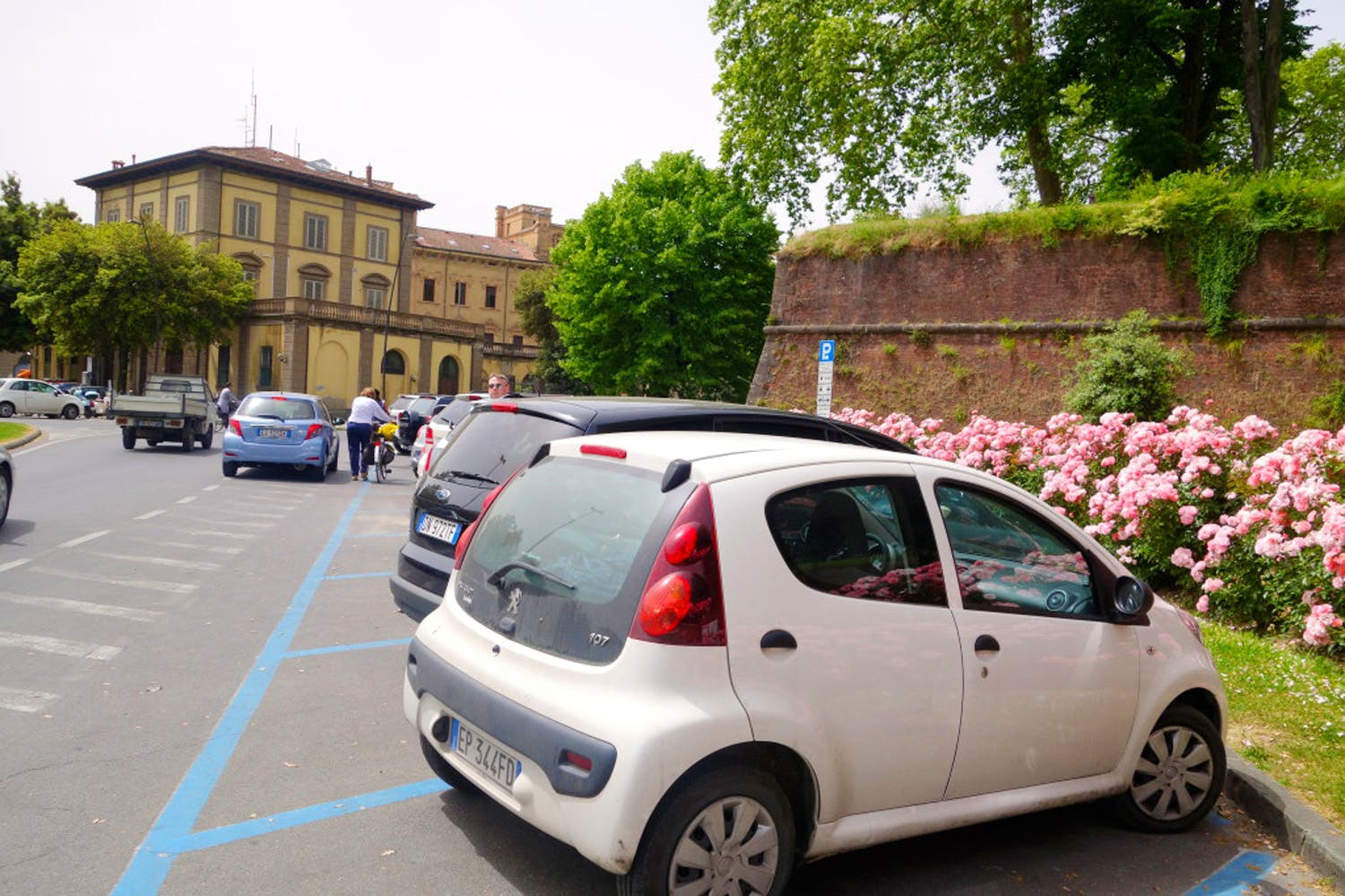 Parking In Lucca Street And Parking Lots In Lucca Tuscany